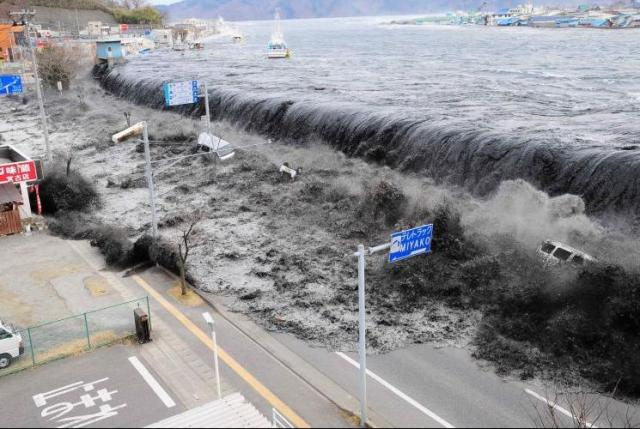 http://neitessari.files.wordpress.com/2011/03/tsunami-japao.jpg?w=640&h=429